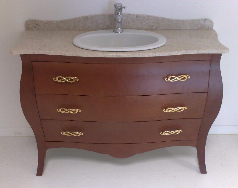 Arredo bagno classico elegante semplice sobrio ed for Arredo bagno classico elegante prezzi